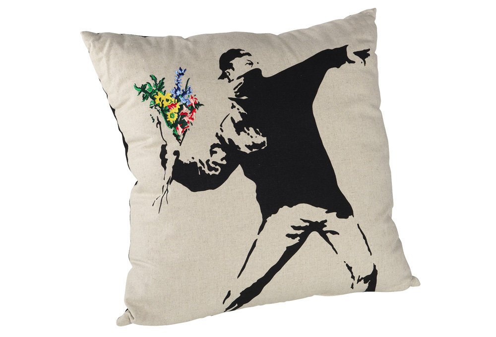 banksy_cushion01_c01_1029